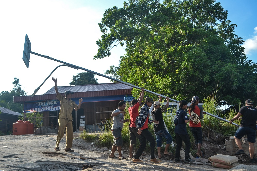 Working with Local Governments to Light Up Villages in Kalimantan