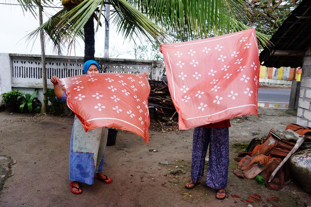 Natural Color Batik: Expanding Markets and Conserving the Environment